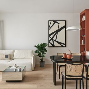 Salon w bloku z kuchnią i jadalnią. Projekt Studio Inbalance Fot. Tom Kurek