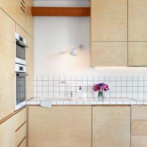 Prosta i jasna kuchnia. Projekt wnętrza: Barbara Klimek, Pracownia Barak. Zdjęcia: Jakub Nanowski, Perspektywa