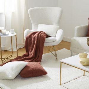Ciepły i przytulny salon. Fot. Westwing