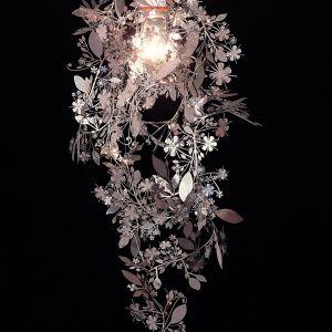 Lampa wisząca Garland dla marki Artecnica. Klosz z polerowanego metalu. Fot. Artecnica