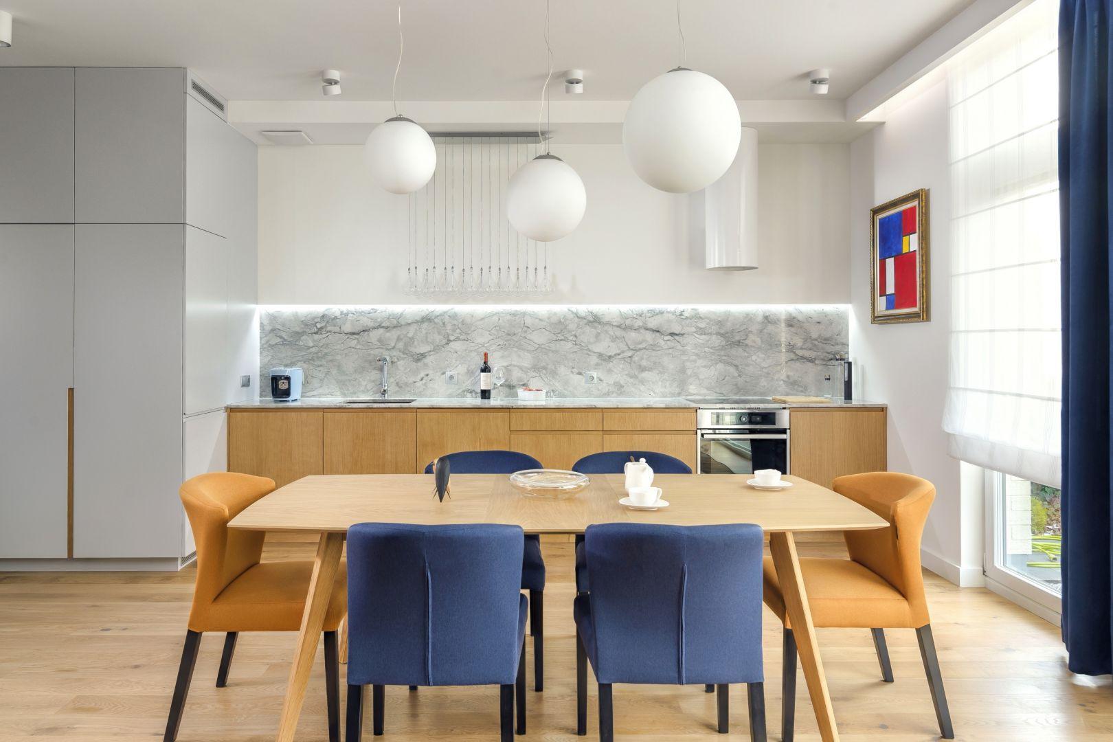 Kuchnia w formie zabudowy jednorzędowej. Projekt Anna Maria Sokołowska.