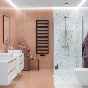 Pastele i terazzo oraz czerń - modne rozwiązania w łazience w 2021 roku. Na zdjęciu zestaw termostatyczny Rain Square, kabina narożna seria Mazo, brodzik kompozytowy seria Lavano. Fot. Excellent