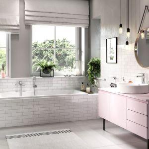 Bardzo stylowa łazienka w pastelach. Na zdjęciu baterie łazienkowe z kolekcji Alba VerdeLine od marki Ferro. Fot. Ferro