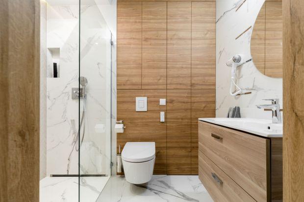 Szukaszsposobuna aranżację ładnej łazienki? Jeśli wiesz tylko, że twoja łazienka potrzebuje remontu lub wykończenia, ale kompletnie nie masz żadnego pomysłu, jak powinna wyglądać, zajrzyj do naszej galerii inspiracji. Mamy aż 15 pięknych