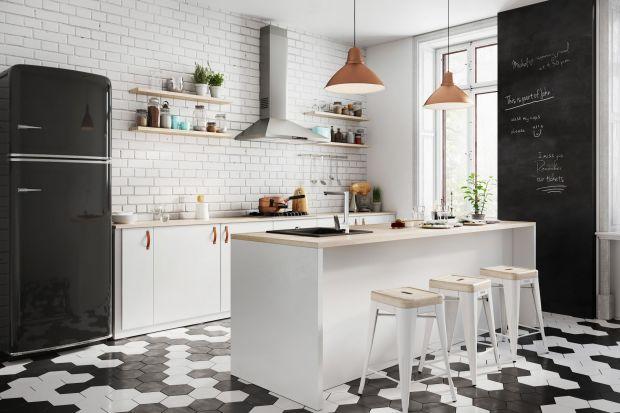 Kuchnia, w której nie ma górnych szafek, to coraz popularniejszy pomysł na aranżację. Co warto wiedzieć o takim rozwiązaniu? Jak urządzić kuchnię bezwiszącychszafek i czy będzie ona dalej praktyczna? Przeczytaj!