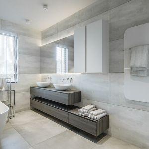 Łazienka dla rodziny z wanną, w której dominują szarości i biele przełamane ciemnymi detalami. Projekt i zdjęcia: NABOO STUDIO