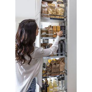 Cargo Dispensa dodatkowo można doposażyć w hamulec działający podczas otwierania albo skorzystać z wersji ekskluzywnej, czyli opcji elektrycznego otwierania szafki za pomocą dotyku. To idealny patent w przypadku, kiedy marzymyo kuchni bezuchwytowej. Fot. Peka