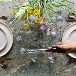 W ofercie marki Krosno jest bardzo duży wybór wazonów z kolorowego szkła, które z pewnością stanowić będą ciekawy, przyciągający wzrok akcent - wśród nich nowości: Latitude i Symphony.  Fot. Krosno