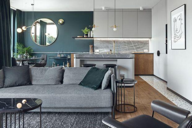 Jakłączyć kolory ścian i mebli w salonie? W jaki sposób wybieraćodcienie na ściany i barwy dodatków za pomocą koła kolorów? W tym artykule znajdziesz dużo potrzebnych informacji na temat dobierania kolorów w salonie. Mamy też mnóstwo pr