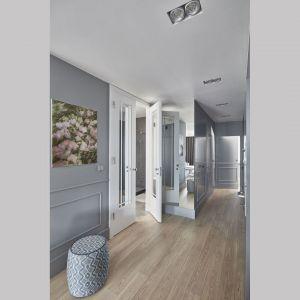 Oświetlenie wbudowane w sufit. Projekt: Anna Koszela. Fot. Budzik Studio