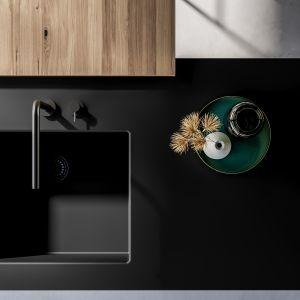 Ciemne kolory w kuchni. Lapitec Nero Assoluto Velluto