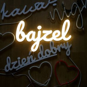 Neon Bajzel. Producent: A To Neon