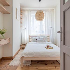 Wnętrze 42-metrowego mieszkania zaprojektowanego na wynajem długoterminowy. Projekt i stylizacja wnętrza: Ola Dąbrówka, pracownia Good Vibes Interiors. Zdjęcia: Marcin Mularczyk