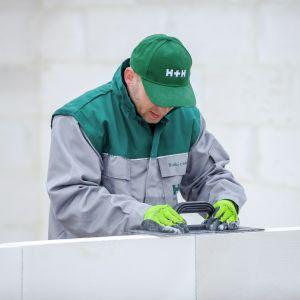 Beton komórkowy jest lżejszy niż silikaty, więc transport materiałów i sama budowa są łatwiejsze i szybsze.Fot. H+H