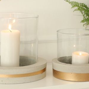 Ciesz się pięknym, designerskim świecznikiem, z którego możesz korzystać zarówno w swoim wnętrzu, jak i w strefie outdoor. Fot. Ultrament