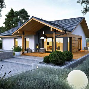 Dom jest idealny na małą działkę. Projekt: pracownia Archipelag