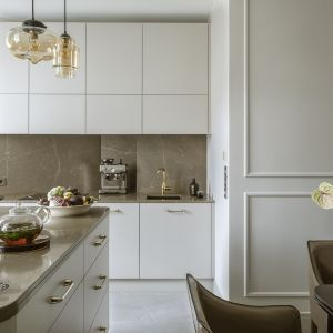 Modna kuchnia z kamieniem. Projekt Hola Design Fot. Yassen Hristov