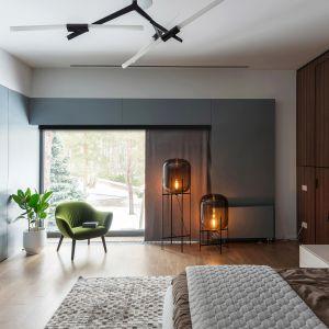 Dekoracja okna w sypialni. Fot. Marcin Dekor