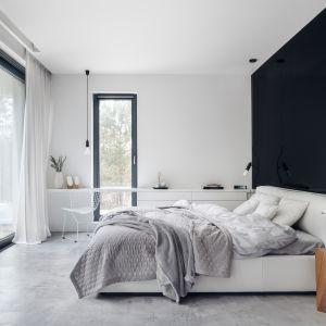 Dekoracja okna w sypialni. Projekt Estera i Robert Sosnowscy. Fot. Fotomohito