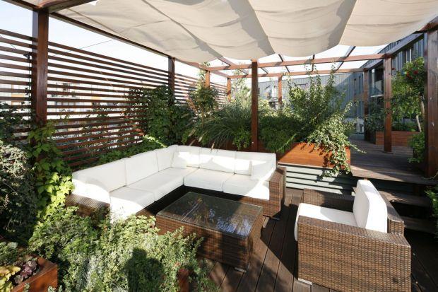 Jak urządzić taras? Jak przygotować balkon na letni sezon? Jak zaaranżować tę domową przestrzeń, aby w pełni wykorzystać jej możliwości? Przygotowaliśmy kilka ciekawych pomysłów i funkcjonalnych rozwiązań.