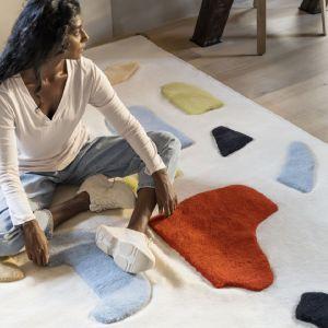 Pełen ekspresji i kolorów dywan Lokalt oddaje naturalne ukształtowanie kraju pochodzenia projektantki. IKEA Lokalt - nowa limitowana kolekcja, dostępna od czerwca 2021 roku. Fot. mat. prasowe IKEA