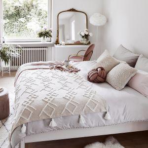 Ładna pastelowa sypialnia. Pomysły na aranżację sypialni. Fot. WestwingNow