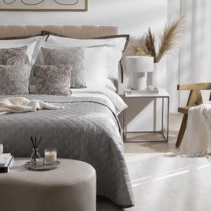 Ładna sypialnia - beż, szarości i pastele. Pomysły na aranżację sypialni. Fot. WestwingNow