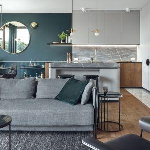 Modne kolory w salonie. Projekt Raca Architekci. Fot. Tom Kurek
