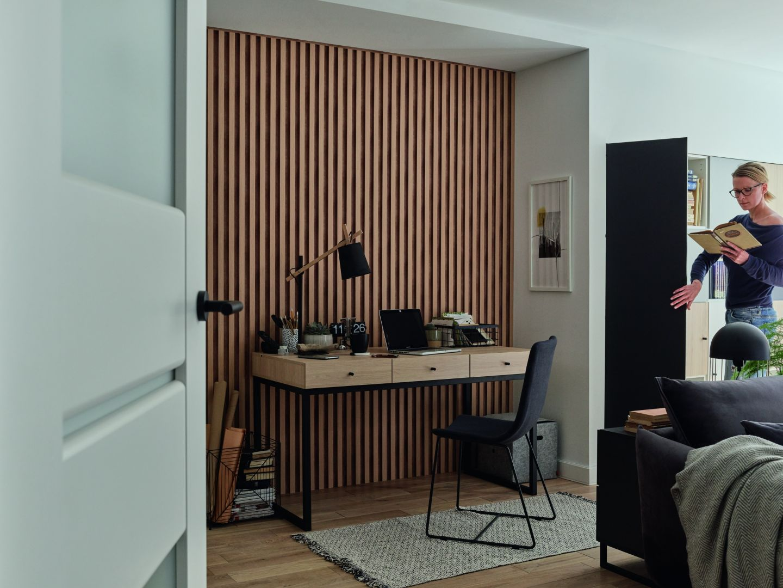 Panele w odcieniu Natural rozjaśnią każde wnętrze, uwydatniając jego temperament. Na zdjęciu: panele L-Line Natural Vox