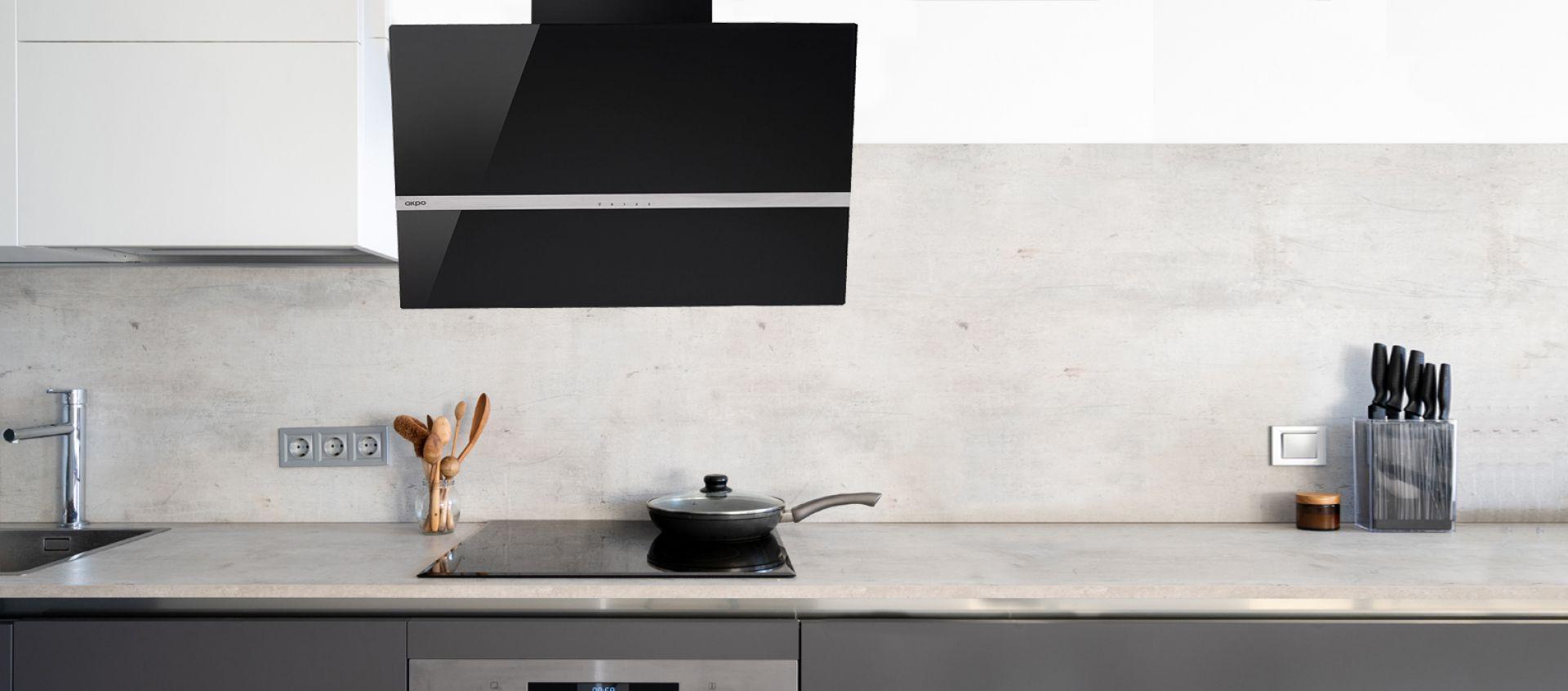 Czarny okap może być gwiazdą w nowoczesnej kuchni. Fot. Akpo