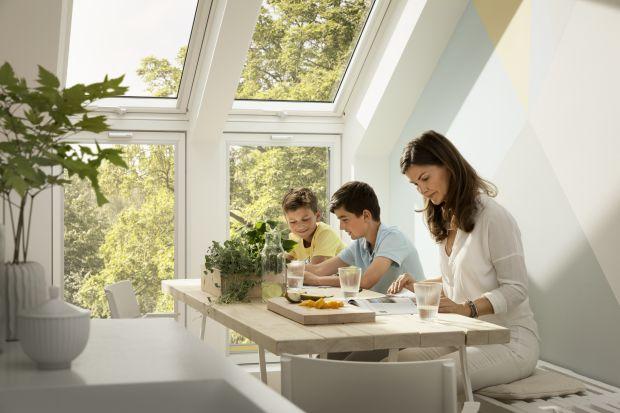 Zdrowy dom jest bardzo ważnym aspektem w życiu Polaków i zyskuje na znaczeniu, jako siła napędowa remontów oraz inwestycji w nowe miejsce zamieszkania.Kluczowe cechy zdrowego domu, jak jakość powietrza i ilość światła dziennego, to dla ponad