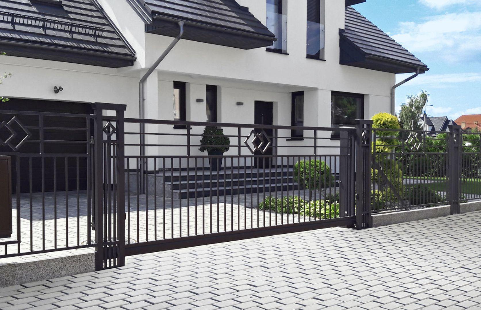 Zwykle wybór ogrodzenia zależy w głównej mierze od gustu i oczekiwań inwestora. Fot. Plast-Met Systemy Ogrodzeniowe