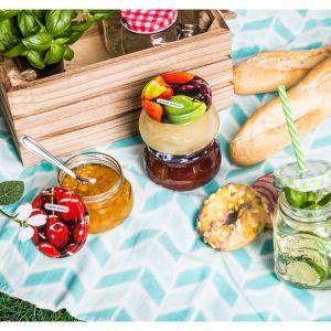 Przygotowując menu piknikowe, pamiętaj, że poza tym, że ma być smacznie, powinno być również wygodnie. Fot. Salony Agata