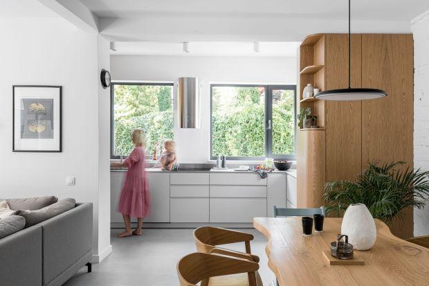 """And.home to trójmiejski duetarchitektek wnętrz. To właśnie on stoi za projektem wnętrz typowej """"kostki"""" z lat 60, którapo gruntownym remoncie stała się wygodnym i nowoczesnym domem dla czteroosobowej rodziny."""