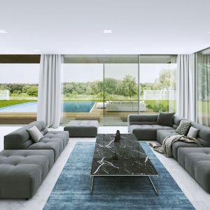 Duże, panoramiczne przeszklenia to symbol komfortu i luksusu – są szczególnym elementem dekoracyjnym pomieszczenia. Fot. Aluprof