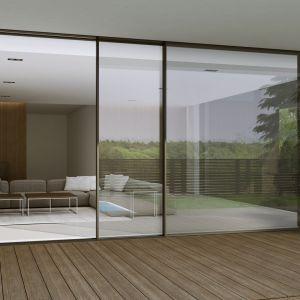 Nowy system drzwi przesuwnych Aluprof łączy więc w sobie spektakularny design, znakomitą izolacyjność cieplną i akustyczną, bezpieczeństwem oraz komfort użytkowania. Fot. Aluprof