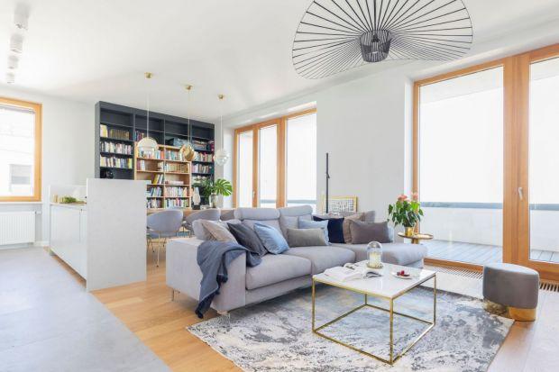 Czy warto połączyć kolor biały i drewno w salonie? Zdecydowanie tak! Biel i drewno to połączenie modne i ponadczasowe.A przy tym piękne i szalenie efektowne.<br /><br />