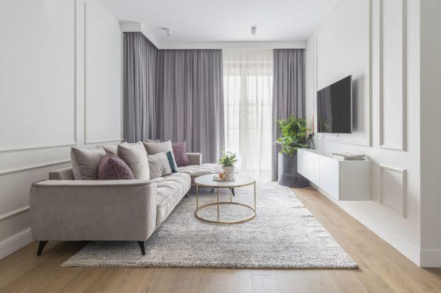 Duży i przestronny pokój dzienny to marzenie każdego z nas. Jak zatem sprawić, by nasz mały salon w bloku nabrał dodatkowej przestrzeni? Zobaczcie pomysły projektantów wnętrz.