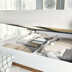 Wewnątrz łóżka jest to ogromny pojemnik, w którym możesz schować nie tylko pościel, ale też walizki podróżne, sezonową odzież czy drobne akcesoria sportowe. Fot. Dignet Lenart