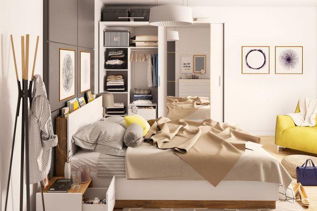 Meble do sypialni powinny być nie tylko piękne, ale także funkcjonalne. Wybierz więc kolekcję o ponadczasowej stylistce, która nigdy nie wyjdzie z mody. Postaw na biel i dekor w ciepłym kolorze drewna.