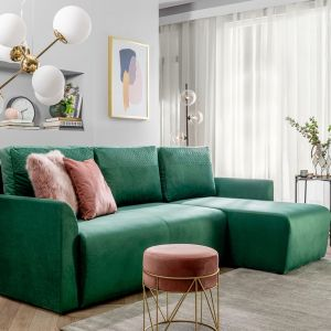 Narożnik do małego salonu w zielonym kolorze z kolekcji Arbon. Dostępne w ofercie Black Red White. Fot. Black Red White