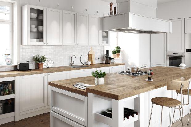 W naszych domach i mieszkaniach królują kuchnie w formie aneksu lub chociaż częściowo otwarte na salon, a często połączone z nim jadalnią. Urządzenie takiego wnętrza ma jednak swoje wymagania. Kuchnia musi byćnie tylko funkcjonalne, ale i pi