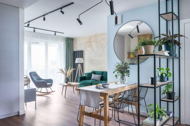 Kolorowe i jasne wnętrze. Świetny projekt 71-metrowego mieszkania w Warszawie