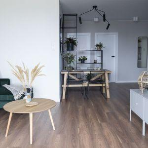 71-metrowe mieszkanie w Warszawie. Projekt wnętrza i stylizacja: Ola Dąbrówka, pracownia GOOD VIBES Interiors. Zdjęcia: Anna Hnatyszak