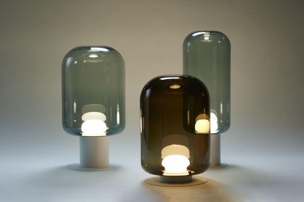 Szklane lampyXilołączą w sobie najlepsze atuty rzemiosła z maksymalnym wykorzystaniem walorów szkła i designerską perfekcją. Każdy klosz jest unikalny, bo wykonany został ręcznie. Poznaj nową kolekcję lamy markiLabra.<br /><b