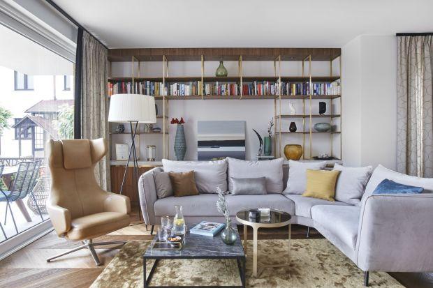 Dywan w salonie to must have modnej aranżacji. Dodaje wnętrzu ciepła i podkreśla charakter wnętrza. Zobaczcie modele, które do swych realizacji wybrali architekci wnętrz.