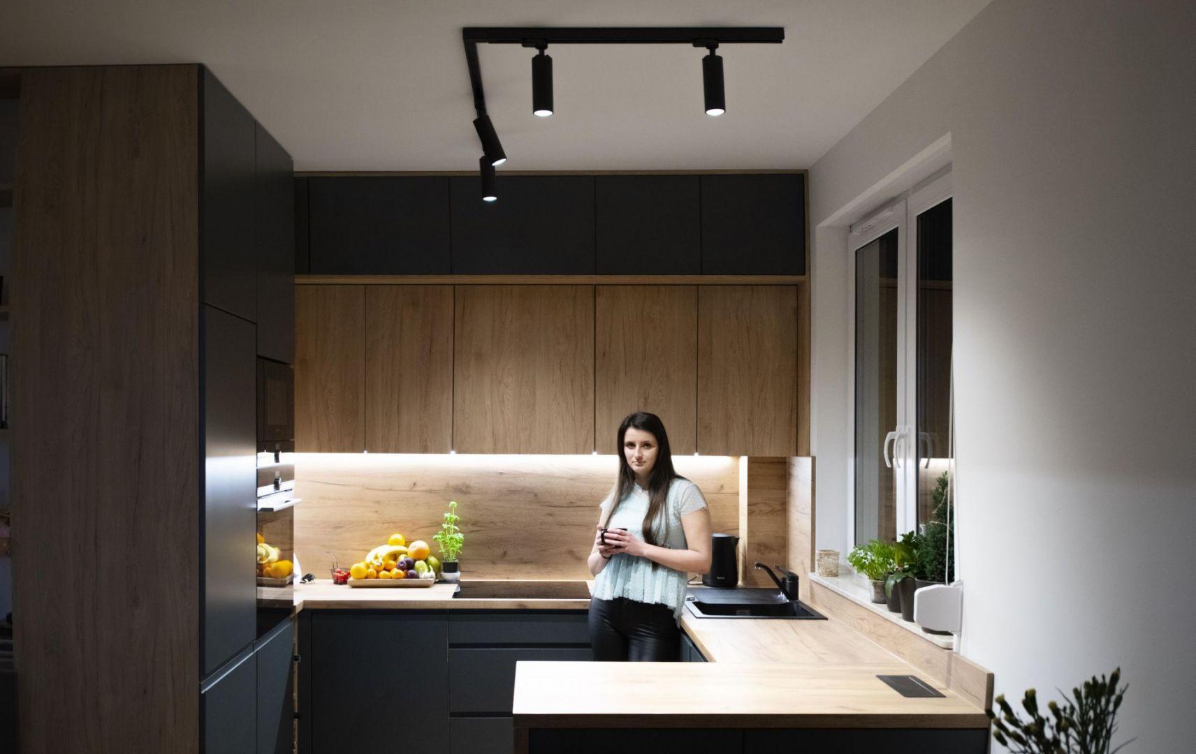 Szynoprzewody to idealne oświetlenie do każdego pomieszczenia. Sprawdzą się w salonie, w kuchni, w jadalni, w sypialni, w korytarzu oraz w łazience. Na zdjęciu: Kanlux ACORD ATL1. Fot. Kanlux