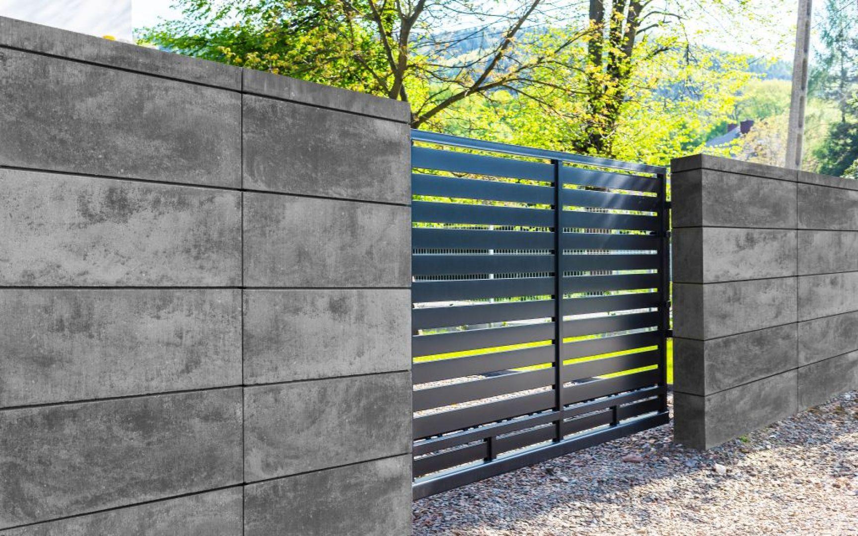 Ogrodzenie Murro można dopasować do różnych stylów architektonicznych z uwagi na to, że prefabrykaty występują w aż czterech kolorach.