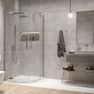 Narożna kabina prysznicowa półokrągła Free Line II zapewnia więcej miejsca w łazience, które możemy wykorzystać w dowolnym celu. Fot. Sanplast
