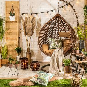 W zależności od miejsca, którym dysponujesz oraz Twoich potrzeb, zdecyduj się na zestaw mebli ogrodowych lub wybierz pojedyncze elementy i stwórz z nich własny komplet. Fot. Salony Agata